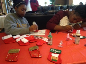 Students are doing holiday related arts and crafts in Fireside Lounge right now in GUC! Stress-free event ends at 3pm.